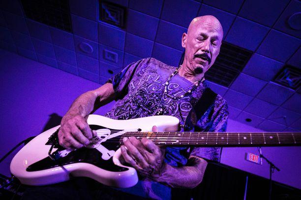 Kiss-yhtyeen kanssa soittanut kitaristi Bob Kulick on kuollut 70-vuotiaana.