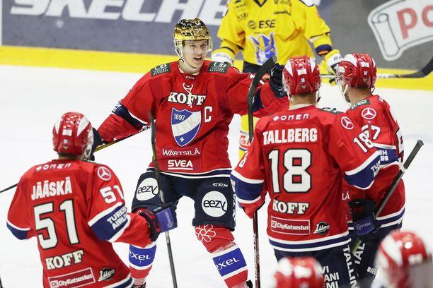 HIFK:n Juha Jääskä (2+1), Anton Lundell (2+4), Teemu Tallberg (2+3) ja Johan Motin (1+0) viettivät todellista tehoiltaa.