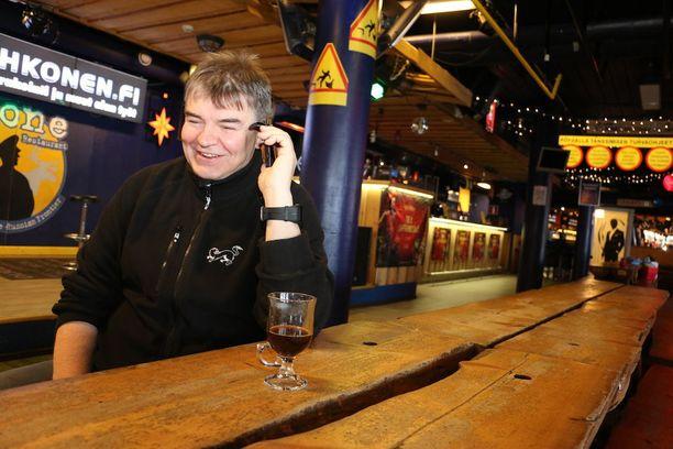 Yli 30 vuotta Rukan elämää yrittäjänä seurannut Jokke Kämäräinen on huomannut, että juhliminen on vuosien saatossa muuttunut rajusti.