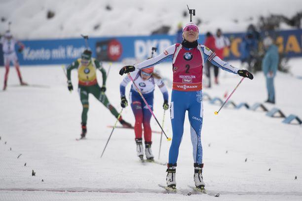 Kaisa Mäkäräinen voitti Hochfilzenin maailmancupin takaa-ajon ennen Slovakian Paulina Fialkovaa ja Italian Dorothea Wiereriä.