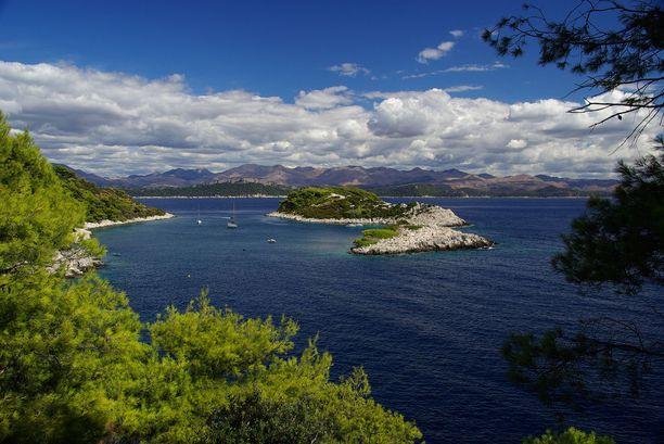 Kroatian rannoilta löytyy vielä rauhallisiakin soppia.