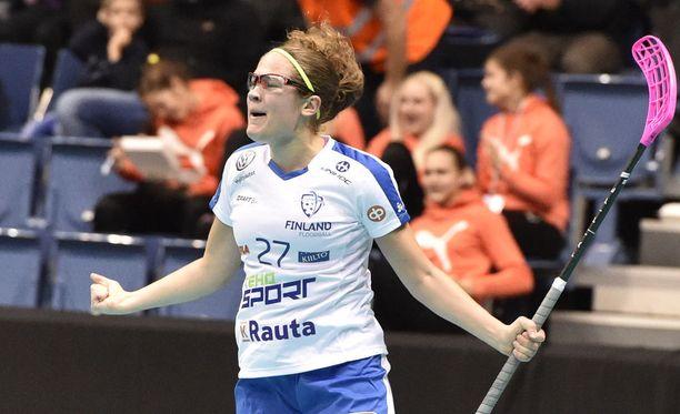 Oona Kauppi viimeisteli opiskelijoiden MM-finaalissa hattutempun.
