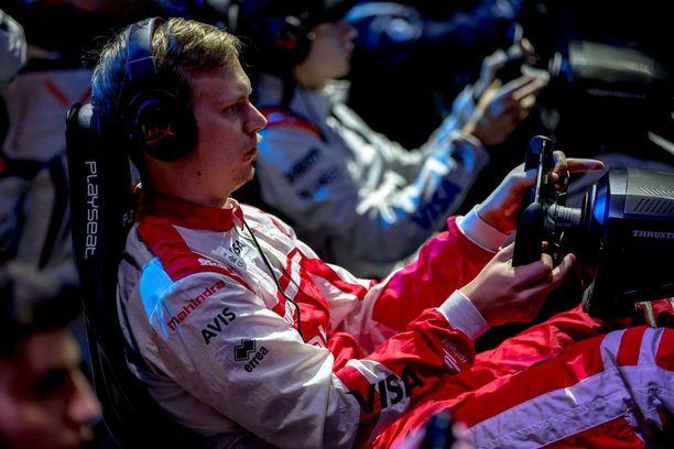 Formula E -luokan autosimulaatiosarjassa puitteet ovat kuin perintesissäkin Formuloissa.