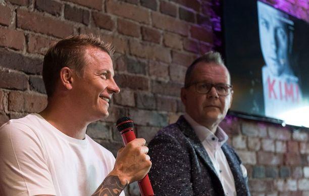 Kimi Räikkönen ja Kari Hotakainen kertoivat torstaina Tuntematon Kimi Räikkönen -kirjan (Siltala) syntyprosessista.