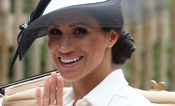 Sussexin herttuatar Meghan, 36, tuli tunnetuksi Pukumiehet-sarjan myötä.