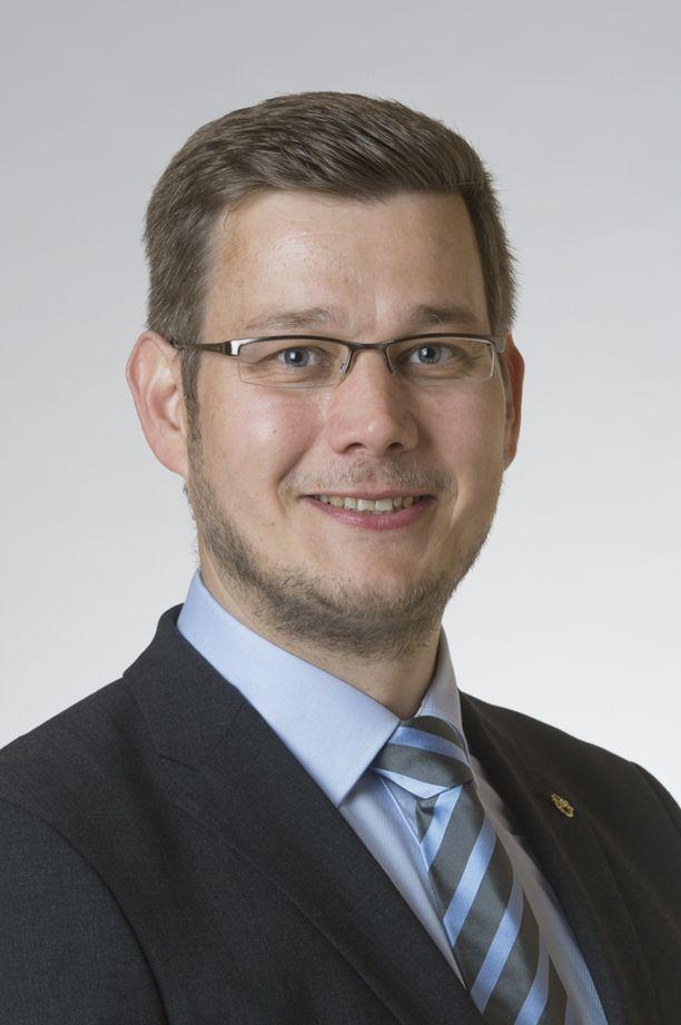 Kansanedustaja Eerikki Viljasen mukaan kaikille koululaisille pitäisi taata maksuton välipala.