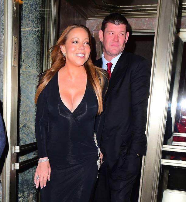 Laulaja Mariah Carey ja liikemies James Packer menivät tällä viikolla kihloihin.