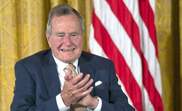 Yhdysvaltojen entinen presidentti George H.W. Bush on päässyt kotiin sairaalahoidosta.