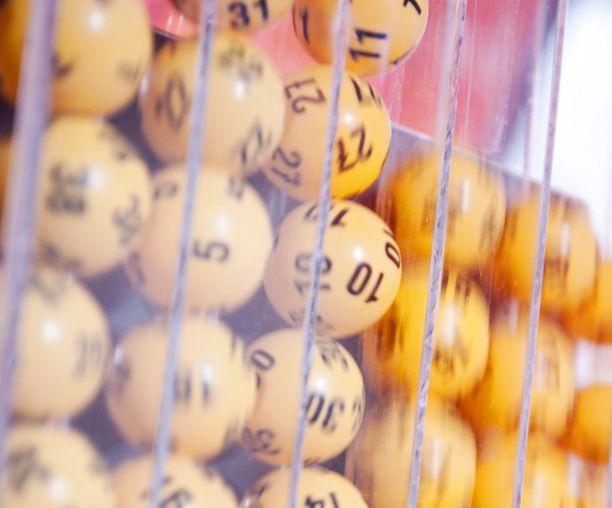 Lauantain loton jättipotti pelattiin Helsingin Roihuvuoressa.