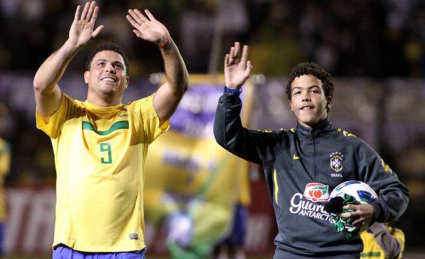 Ronaldon poika on isänsä tavoin futari. Isän saavutuksiin on kuitenkin vielä matkaa.
