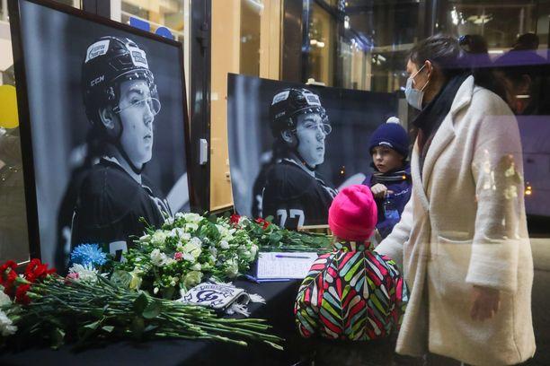 Pietarin Jubileini-jäähallissa järjestettiin tiistaina Timur Faizutdinovin muistotilaisuus.