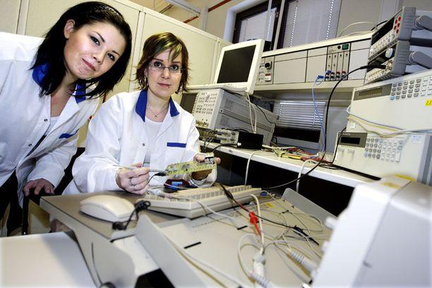 Tietotekniikan korkeakouluopiskelijoista vain neljännes on naisia ja ammattikorkeakouluissa vain noin 15 prosenttia.