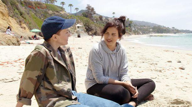 Maria ja Sara keskustelevat Saran valinnoista ja tulevaisuudesta. Tulevaisuus ei enää pelota Saraa.