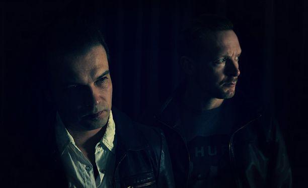 Patelan muodostavat näyttelijä-muusikko Jarkko Nyman ja puuseppä-muusikko Janne Valppu.