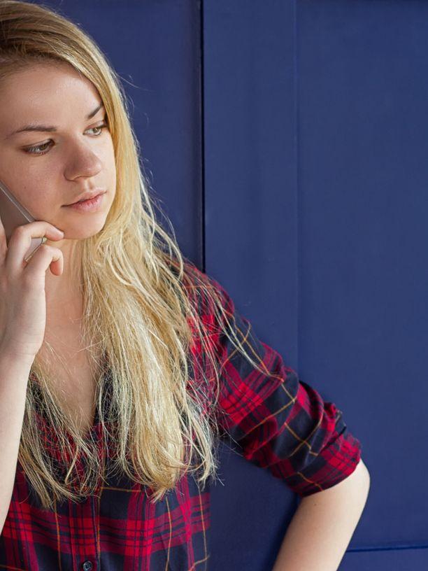 Kännykän säteilyn vaikutukset ihmiseen ovat vielä tutkimusten alla.