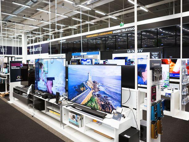 Kilpailu- ja kuluttajaviraston lakimiehen mukaan kuluttajat ovat havainneet erityisesti elektroniikka-alan liikkeiden taipumuksen nostaa tuotteiden hintoja ennen tarjouskampanjoiden alkua.