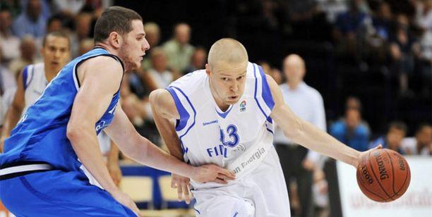 Hanno Möttölä palasi Suomen pelikentille maajoukkueen paidassa.