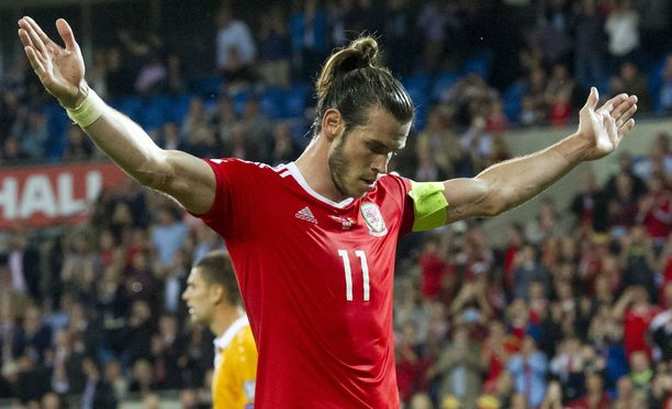 Gareth Bale oli Walesin maalitykki 4-0-voitossa.