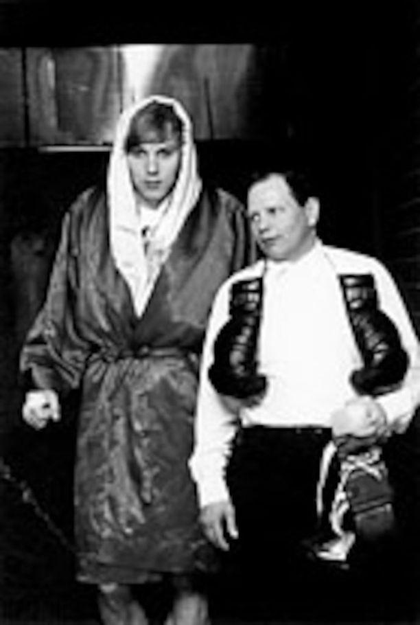 Legendaarisen nyrkkeilijän ja nyrkkeilymanagerin Elis Askin seurassa.