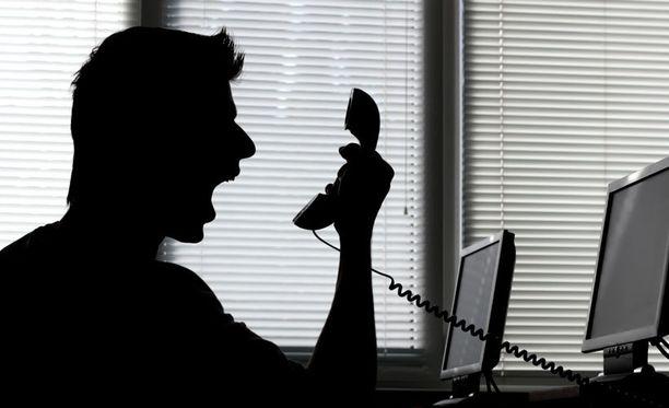 """Moni haaveilee pääsevänsä soittamaan """"sen puhelun"""" työpaikalleen."""