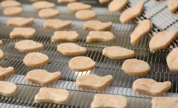 Kanadassa kuvatulla videolla havainnollistetaan nugettien valmistusprosessia.