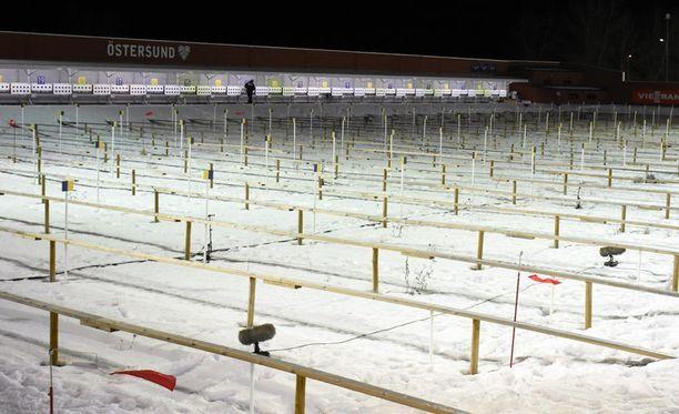 Östersundin stadionin ammuntapaikalla tuulee navakasta.