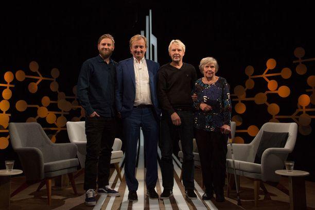 Vieno Nykänen on useita kertoja ohjannut poikansa Matti Nykäsen hoitoon alkoholismin takia.