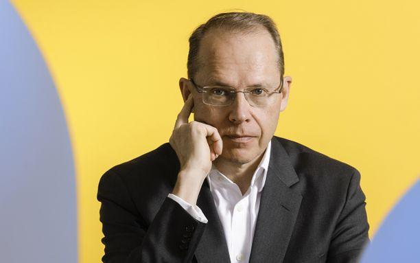 Postin toimitusjohtaja Heikki Malinen, 57, tienasi viime vuonna lähes miljoona euroa.