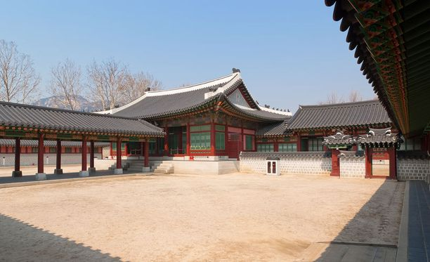 Gyeongbokgungin keisarillisen palatsin pihapiiriä Soulissa.