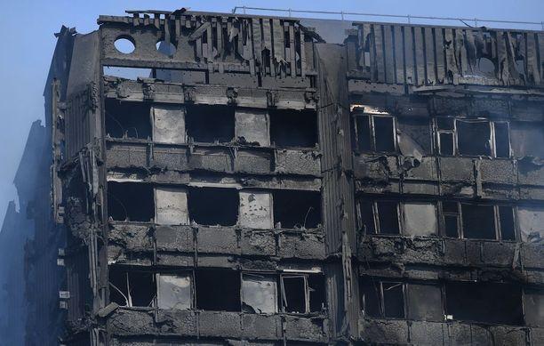 24-kerroksinen Grenfell Tower tuhoutui tulipalossa pahasti.