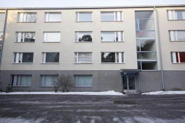 Asunto sijaitsee vuonna 1969 rakennetussa kerrostalossa.