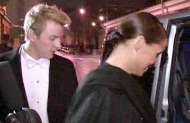Netti-tv oli paikalla kun Kimi ja Jenni poistuivat Linnasta nopealla aikataululla. Katso video ohessa.
