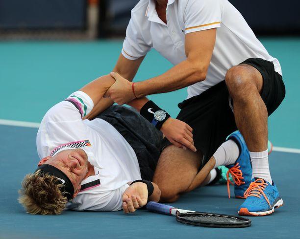 Nicola Kuhn joutui luovuttamaan ottelun rajujen kramppien vuoksi.