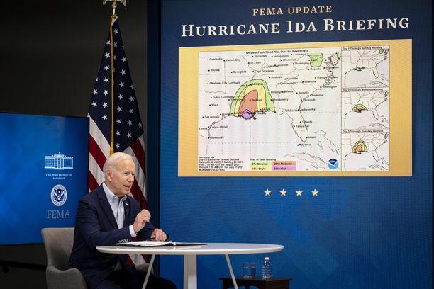 Yhdysvaltain presidentti Joe Biden on luvannut myrskyalueille liittovaltion hätäapua.