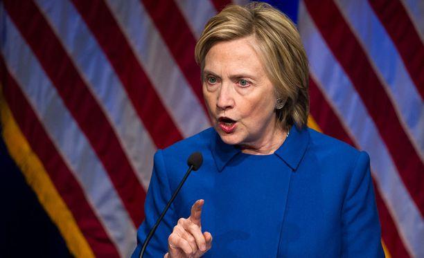 Clinton esiintyi ensimmäistä kertaa julkisuudessa vaalitappion myöntämisen jälkeen.