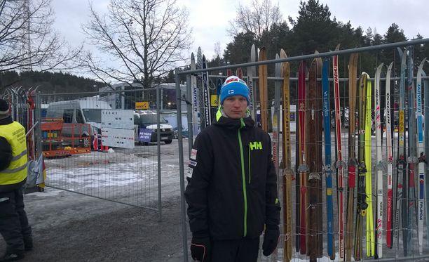 Juho Mikkonen oli ylpeä kihlattunsa Kerttu Niskasen MM-viestipronssista.