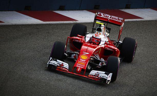 Kimi Räikkönen taistelee vielä kahden osion jälkeen kärkirivien paikoista.
