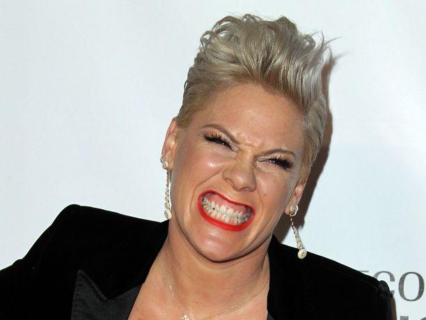Laulaja Pink toivoisi, että ihmiset lopettaisivat ilkeydet.