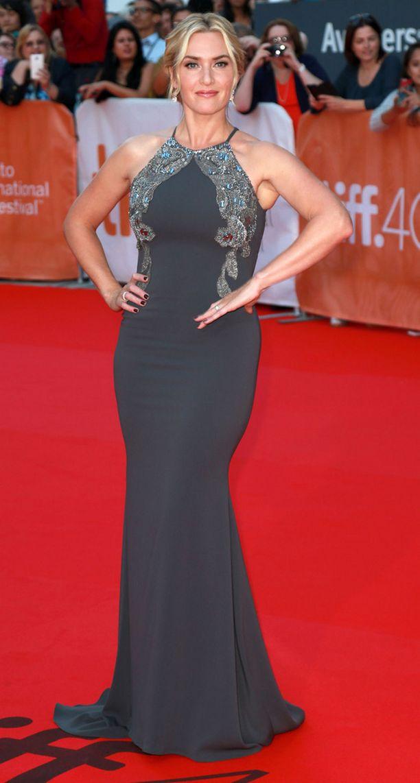 Kate Winslet oli valinnut ylleen elegantin iltapuvun.