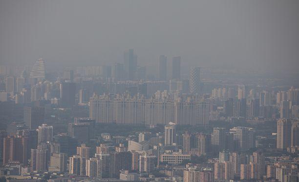 Maailman terveysjärjestön mukaan yhdeksän kymmenestä ihmisestä maailmassa joutuu hengittämään pahasti saastunutta ilmaa.