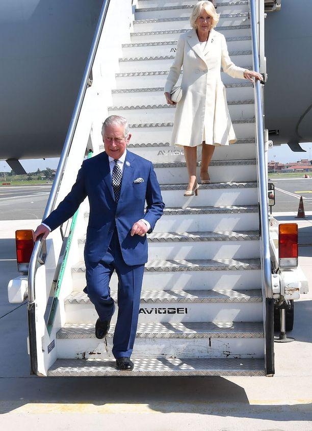 Camilla tietää paikkansa Charlesin rinnalla. Tällä viikolla kuninkaalliset saapuivat vierailulle Italiaan.