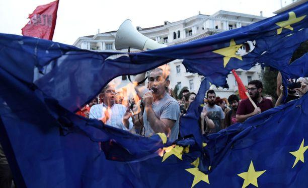 Kreikan vasemmistosiiven kannattajat protestoivat Thessalonikin kaupungissa sunnuntaina.