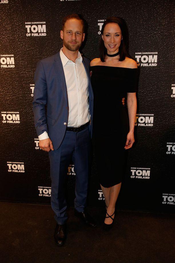 Kuvassa pariskunta helmikuussa Tom of Finland -elokuvan ensi-illassa.
