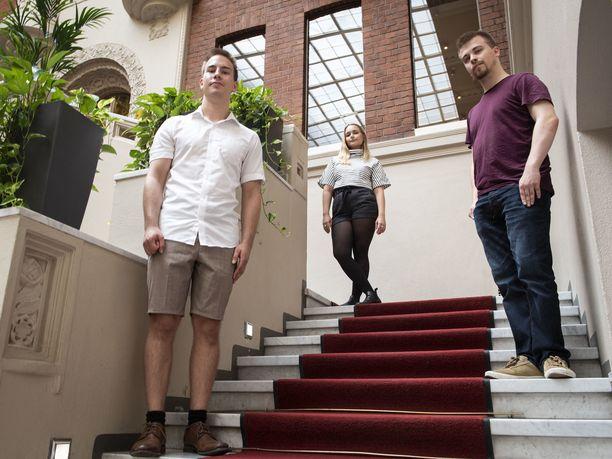 Matias Alanko, Ella Pauna ja Eemeli Vieramaa suunnittelevat raha-asioita pitkälle tulevaisuuteen.