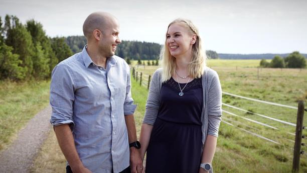 Antti ja Anni tapasivat vuonna 2009 työskennellessään samassa työpaikassa. Antti iski heti Anniin silmänsä. - Olisi lottovoitto, jos saisin tuollaisen naisen, Antti muistelee ajatelleensa.