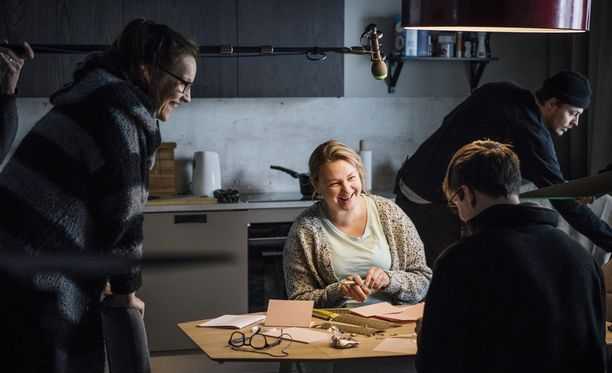Ria Kataja ja Mikko Nousiainen saavat neuvoja ohjaaja Johanna Vuoksenmaalta.
