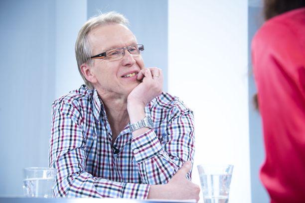 Tapani Kiminkinen tunnetaan televisiosarjasta Tohtori Kiminkinen.