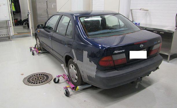 Poliisi pyytää havaintoja kuvan Nissan Almera -henkilöautosta torstai-illalta ja perjantain vastaiselta yöltä.