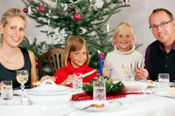 Lievään ruoka-allergiaan voi suhtautua huolettomammin, mutta vakava allergia pitää huomioida myös juhlan keskellä.