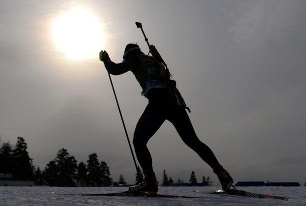 Kohti pimeyttä. Käykö suomalaiselle ampumahiihdolle niin kuin mäkihypylle ja alppihiihdolle?